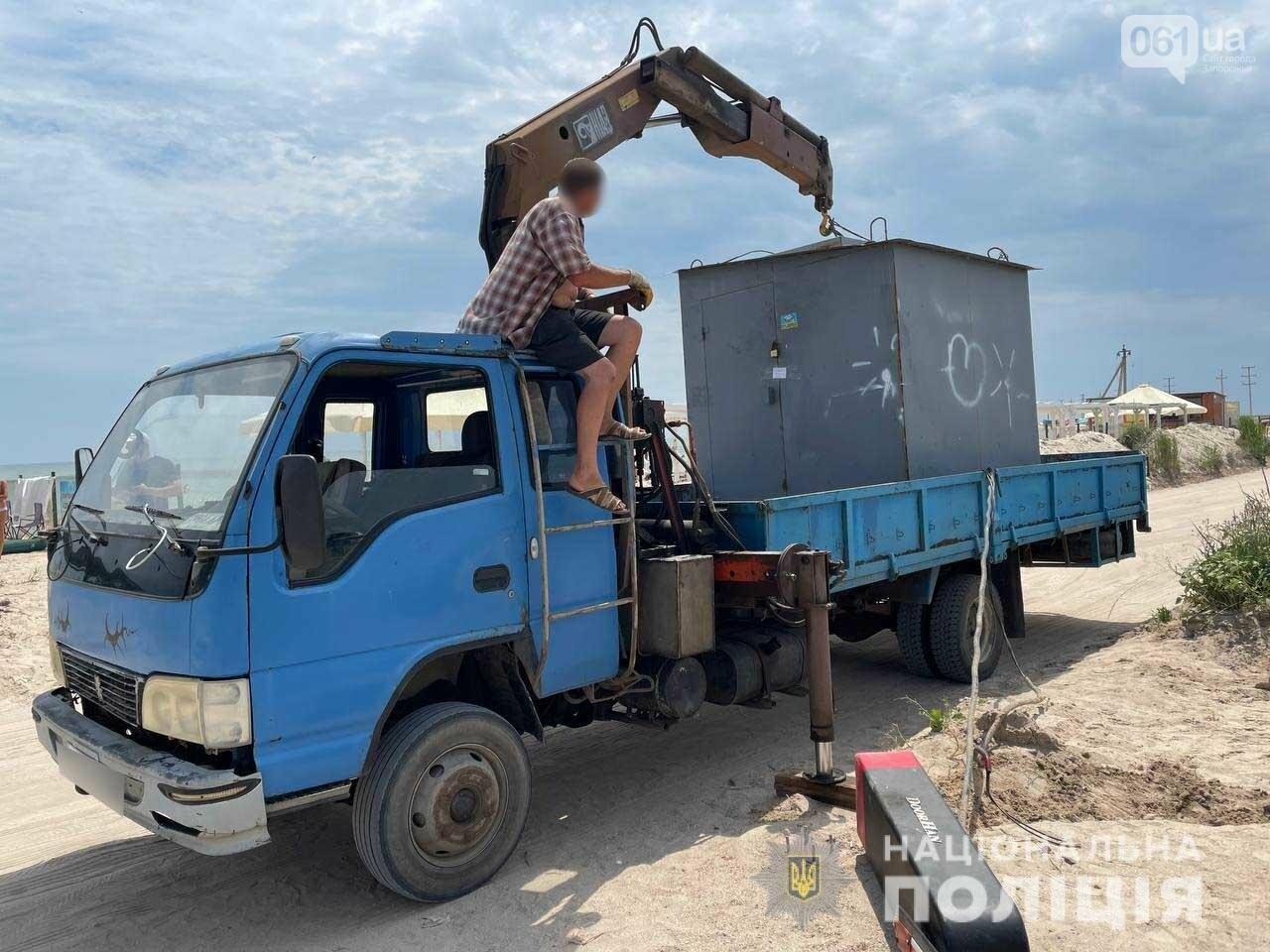 2 60d893bfa79eb - Запорожская полиция демонтировала незаконный шлагбаум на острове Бирючий, - ФОТО
