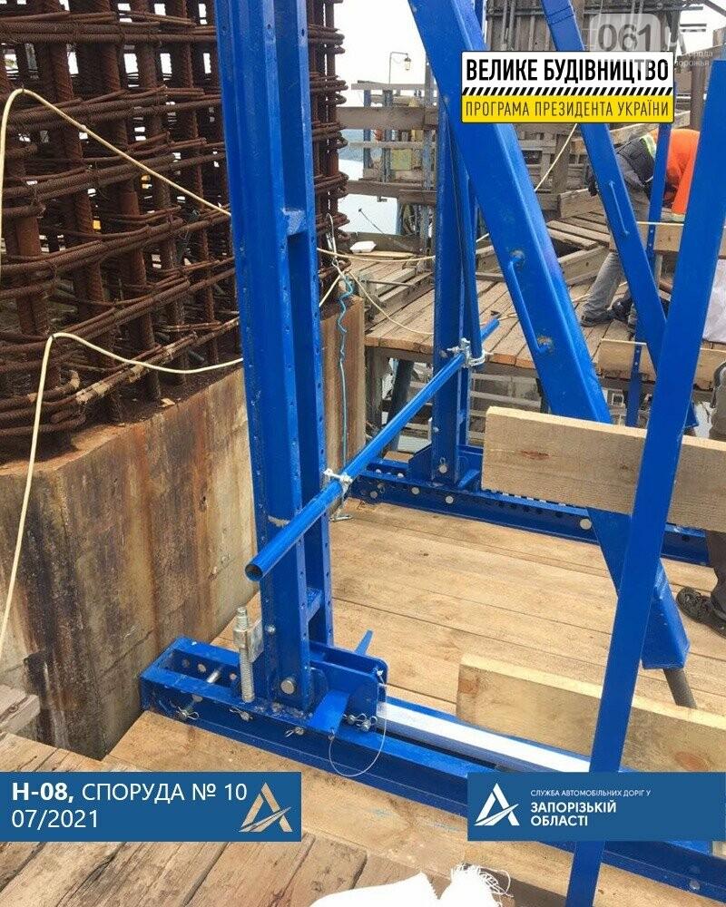 21365280541427321925006382191497238128577062n 60e6c0c792ce9 - В Запорожье монтируют новую опалубку для завершения бетонирования пилонов вантового моста