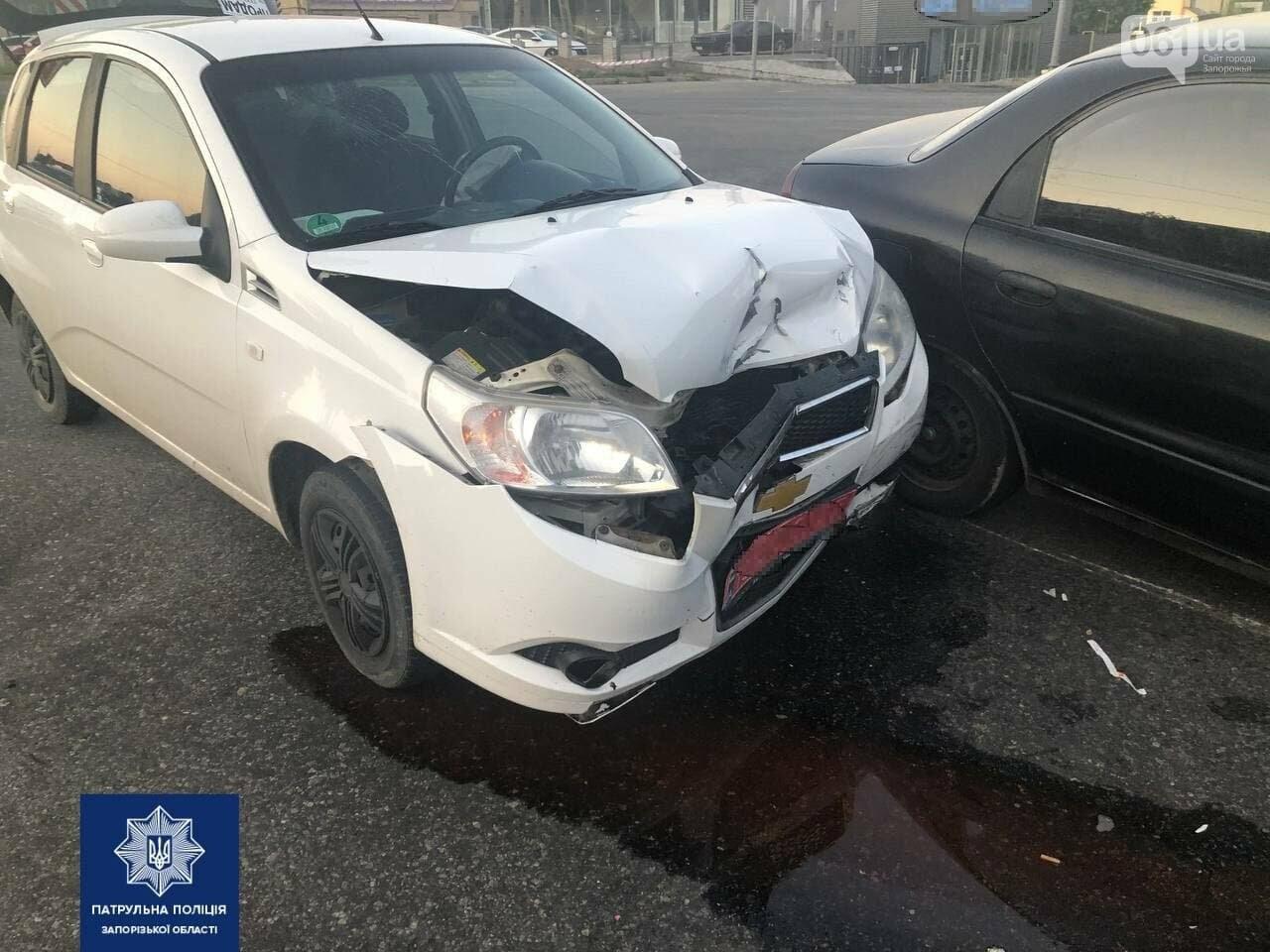 photo2021 07 1210 35 51 60ec193e9fbfd - В Запорожье возле Набережной магистрали произошло ДТП: от столкновения у автомобиля оторвало колесо, - ФОТО