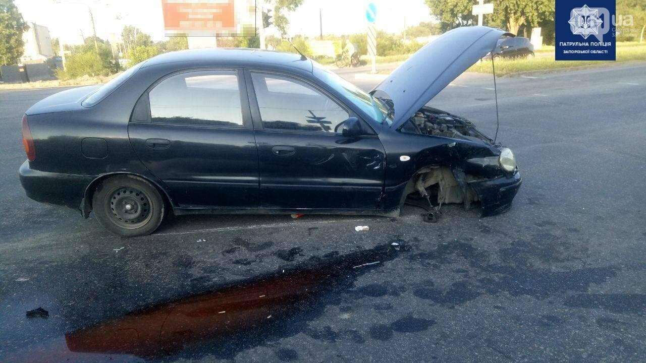 photo2021 07 1210 35 52 60ec193f6b067 - В Запорожье возле Набережной магистрали произошло ДТП: от столкновения у автомобиля оторвало колесо, - ФОТО