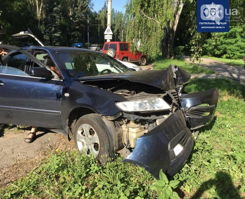 21485976041207022146745253730120051983822882n 60eeec98543fc - В Днепровском районе легковой автомобиль врезался в дерево, - ФОТО