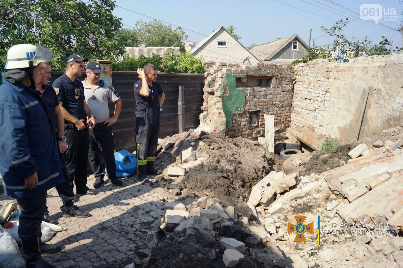 В Запорожье на мужчину рухнул кирпичный забор, - ФОТО, фото-3