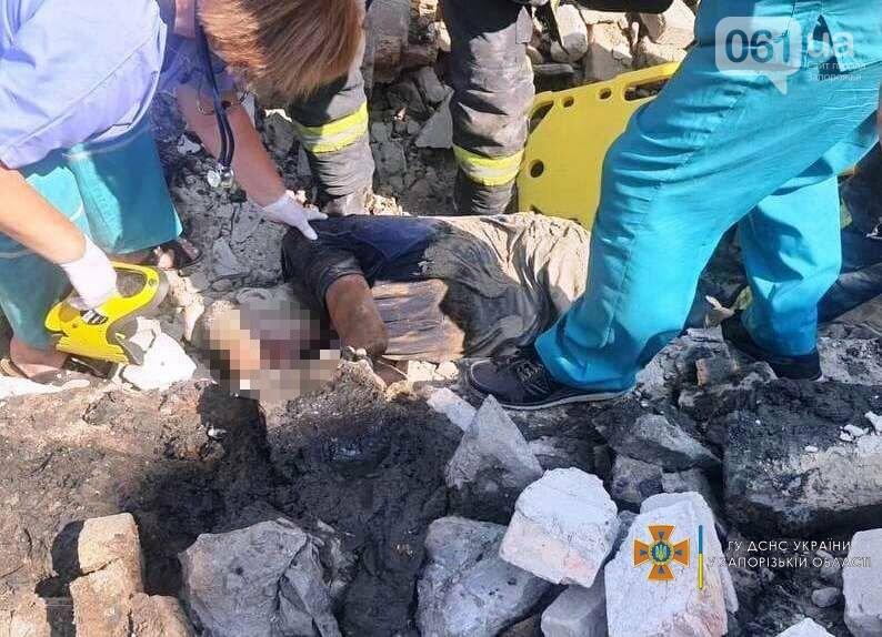 В Запорожье на мужчину рухнул кирпичный забор, - ФОТО, фото-1