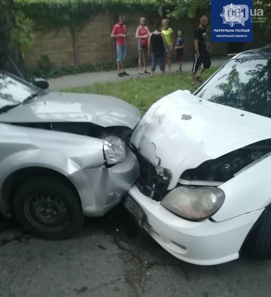 В Запорожье пьяный водитель решил выехать на полосу встречного движения и попал в ДТП, фото-1