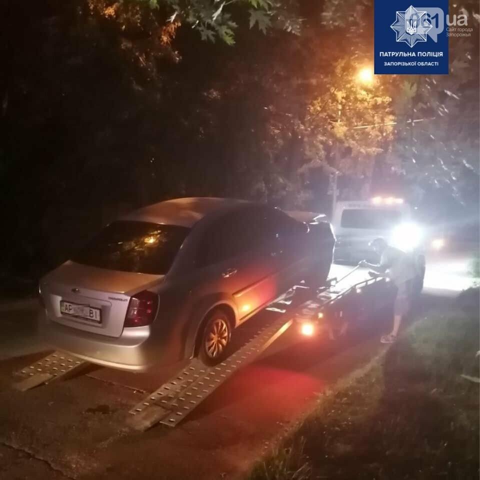 В Запорожье пьяный водитель решил выехать на полосу встречного движения и попал в ДТП, фото-2