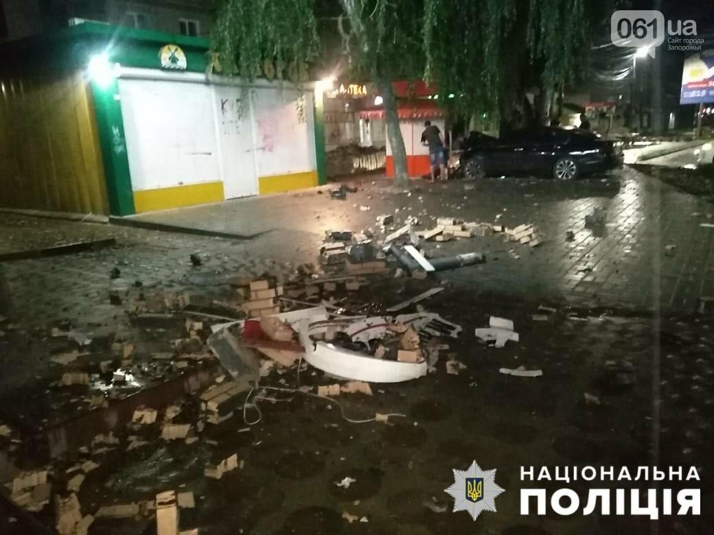 233889318935369740527745718791033884813806n 61113c87b69e2 - В Мелитополе легковой автомобиль влетел в стену магазина: водителя госпитализировали, - ФОТО