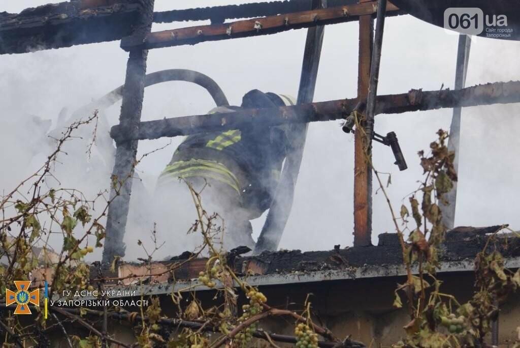dsc07087result 611253ba8add1 - В Шевченковском районе 18 спасателей тушили загоревшуюся крышу дома, - ФОТО
