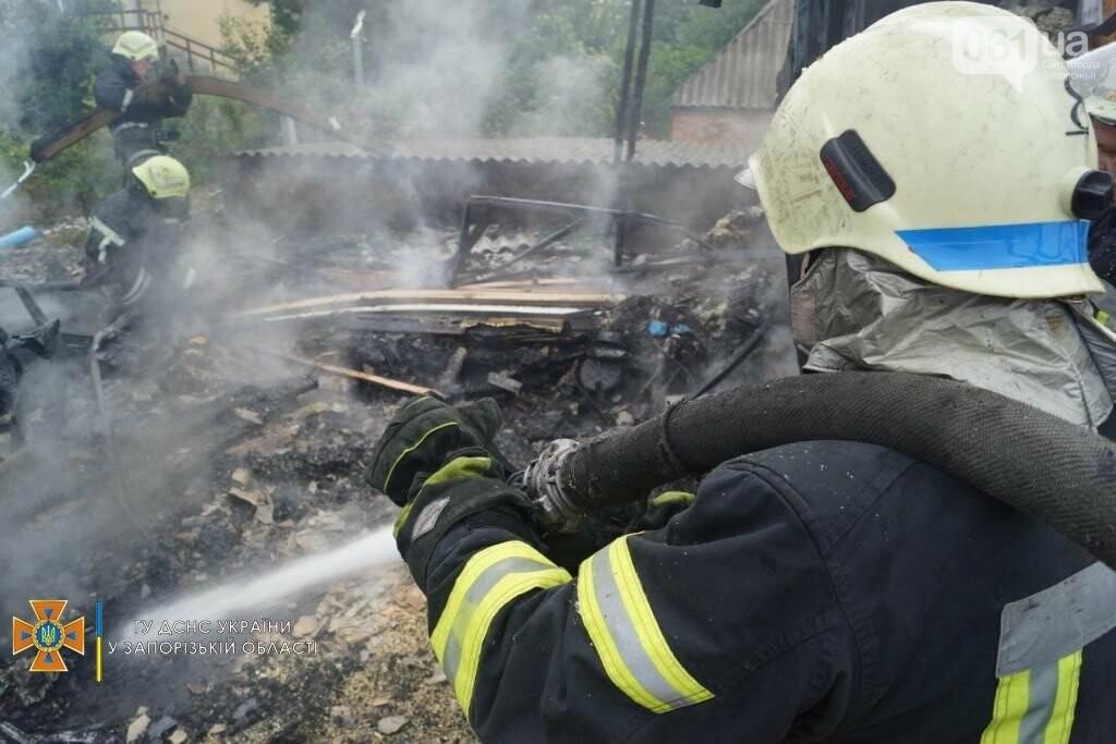 dsc07114result 611253bc7acaa - В Шевченковском районе 18 спасателей тушили загоревшуюся крышу дома, - ФОТО