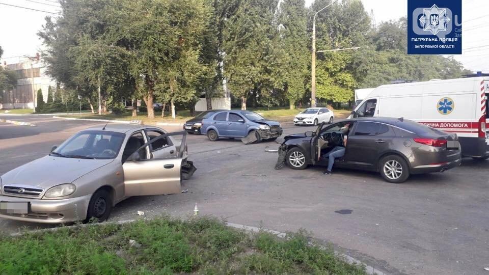 2324260344227209204023825705382263834429044n 611e36cf43550 - В Запорожье столкнулись три легковушки: в ДТП пострадала пассажирка такси