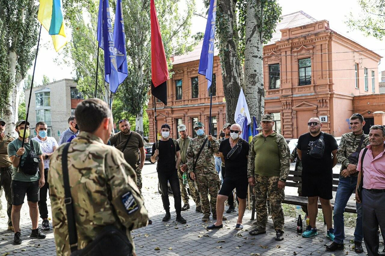 Сербу - за грати: «Європейська Солідарність» організувала мітинг з вимогою змінити запобіжний захід підозрюваному у побитті патріотів, фото-8