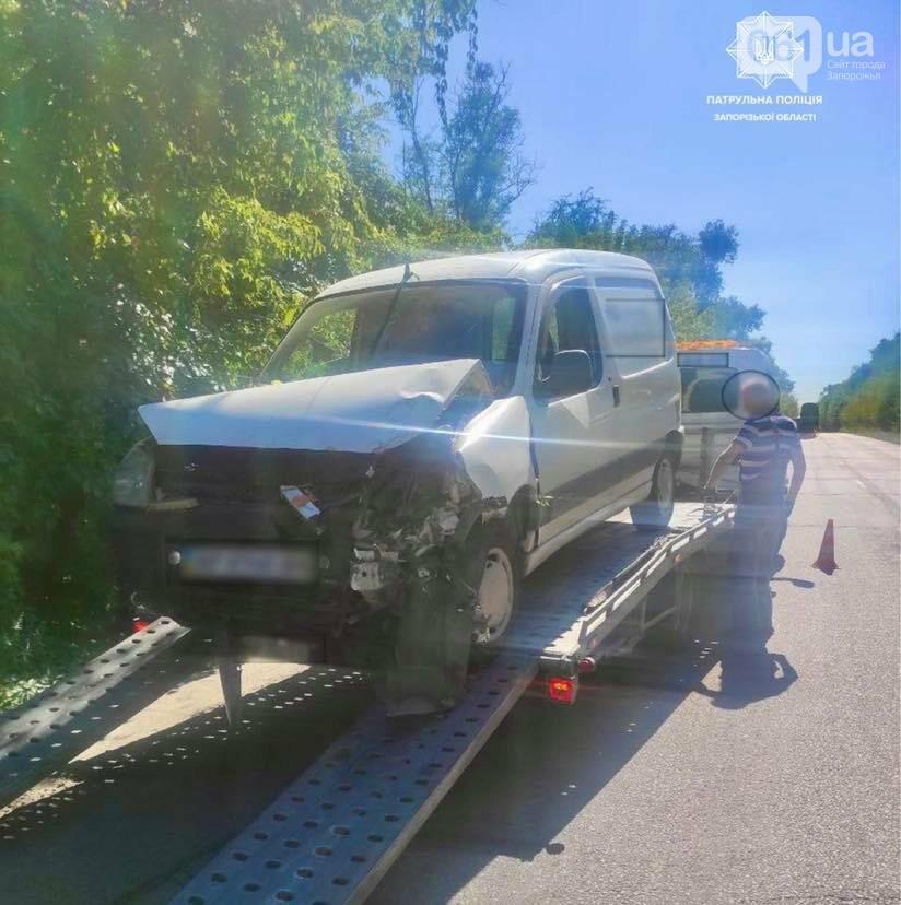 24052818342854001682047286807221660703664411n 6137aaf0c1afb - На запорожской трассе Citroen врезался в дерево - уровень алкоголя в крови водителя превышал норму в 14,9 раз