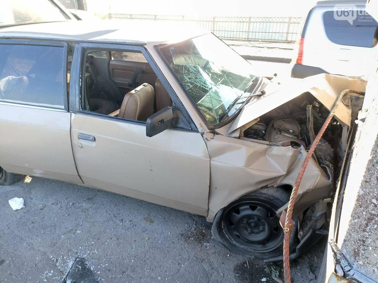 photo5318785417039951008 6139bfccc0b0a - В Запорожье автомобиль врезался в опору моста Преображенского