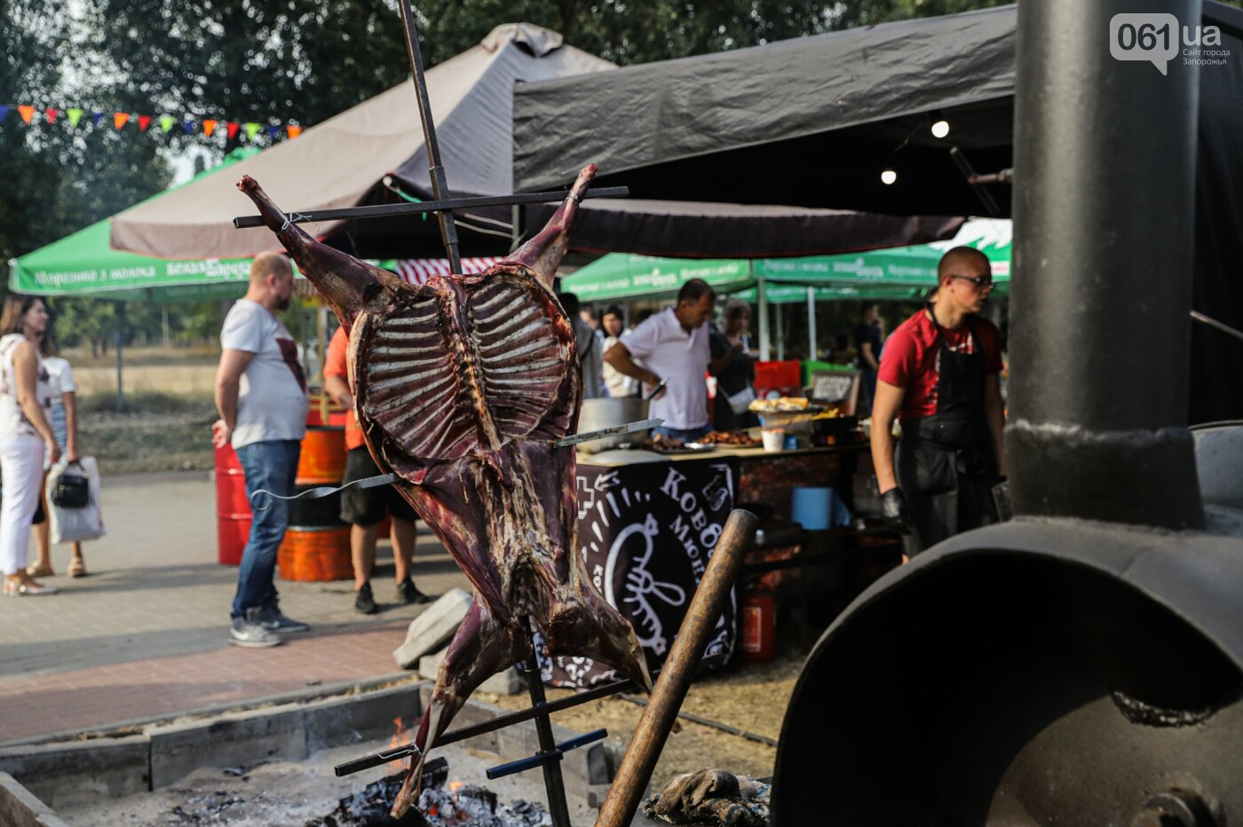 Бограч в хлебных горшочках и мясо из уникальной печи: что нового на фестивале уличной еды в Запорожье, - ФОТОРЕПОРТАЖ, фото-24