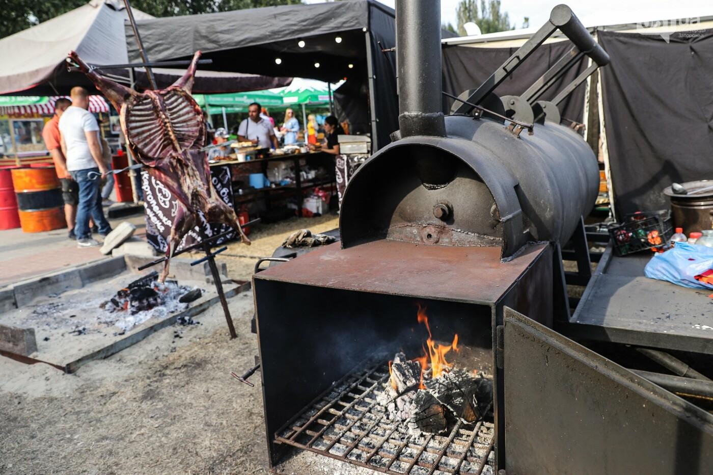 Бограч в хлебных горшочках и мясо из уникальной печи: что нового на фестивале уличной еды в Запорожье, - ФОТОРЕПОРТАЖ, фото-18