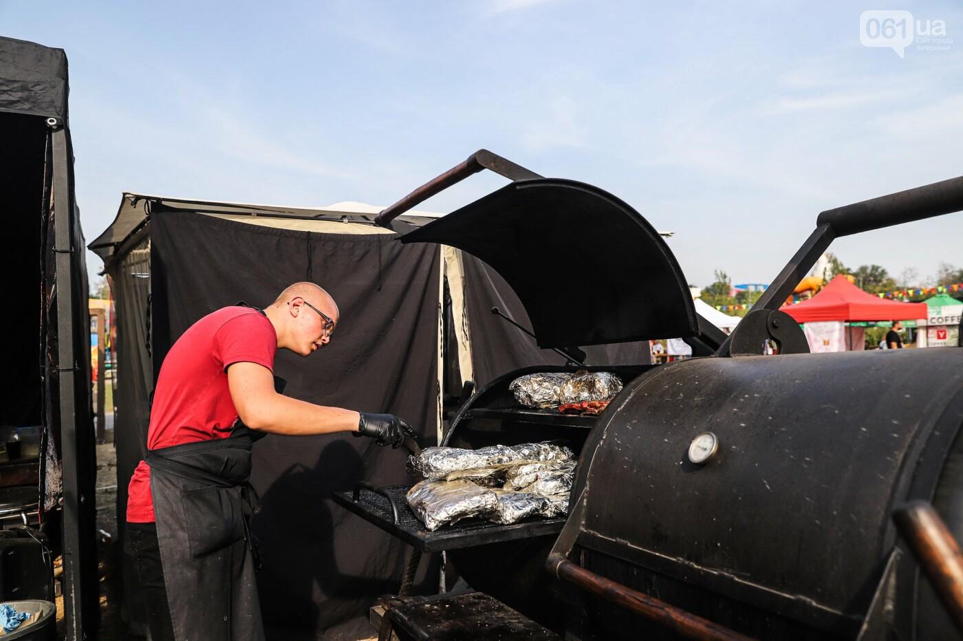 Бограч в хлебных горшочках и мясо из уникальной печи: что нового на фестивале уличной еды в Запорожье, - ФОТОРЕПОРТАЖ, фото-19
