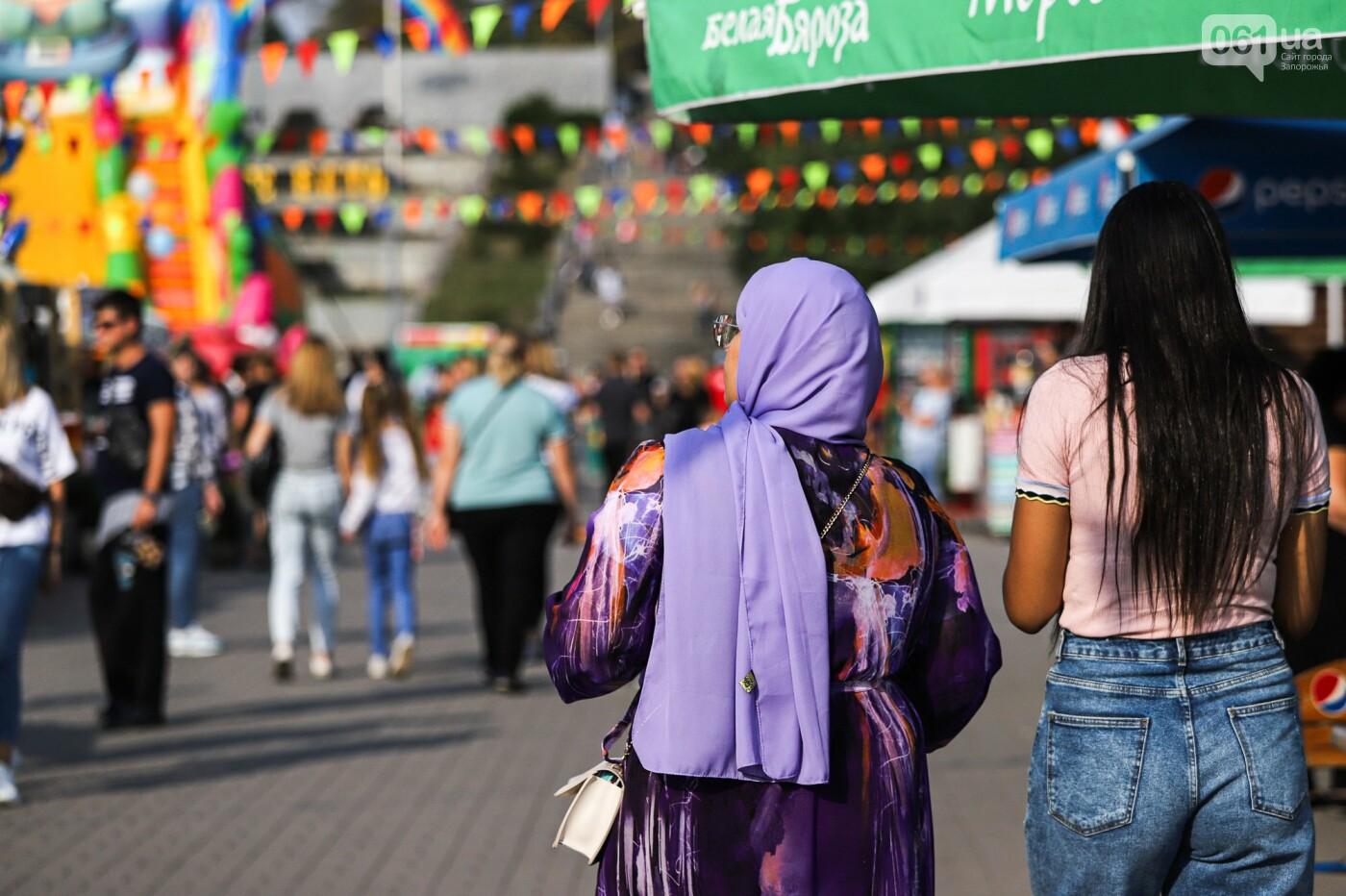 Бограч в хлебных горшочках и мясо из уникальной печи: что нового на фестивале уличной еды в Запорожье, - ФОТОРЕПОРТАЖ, фото-43
