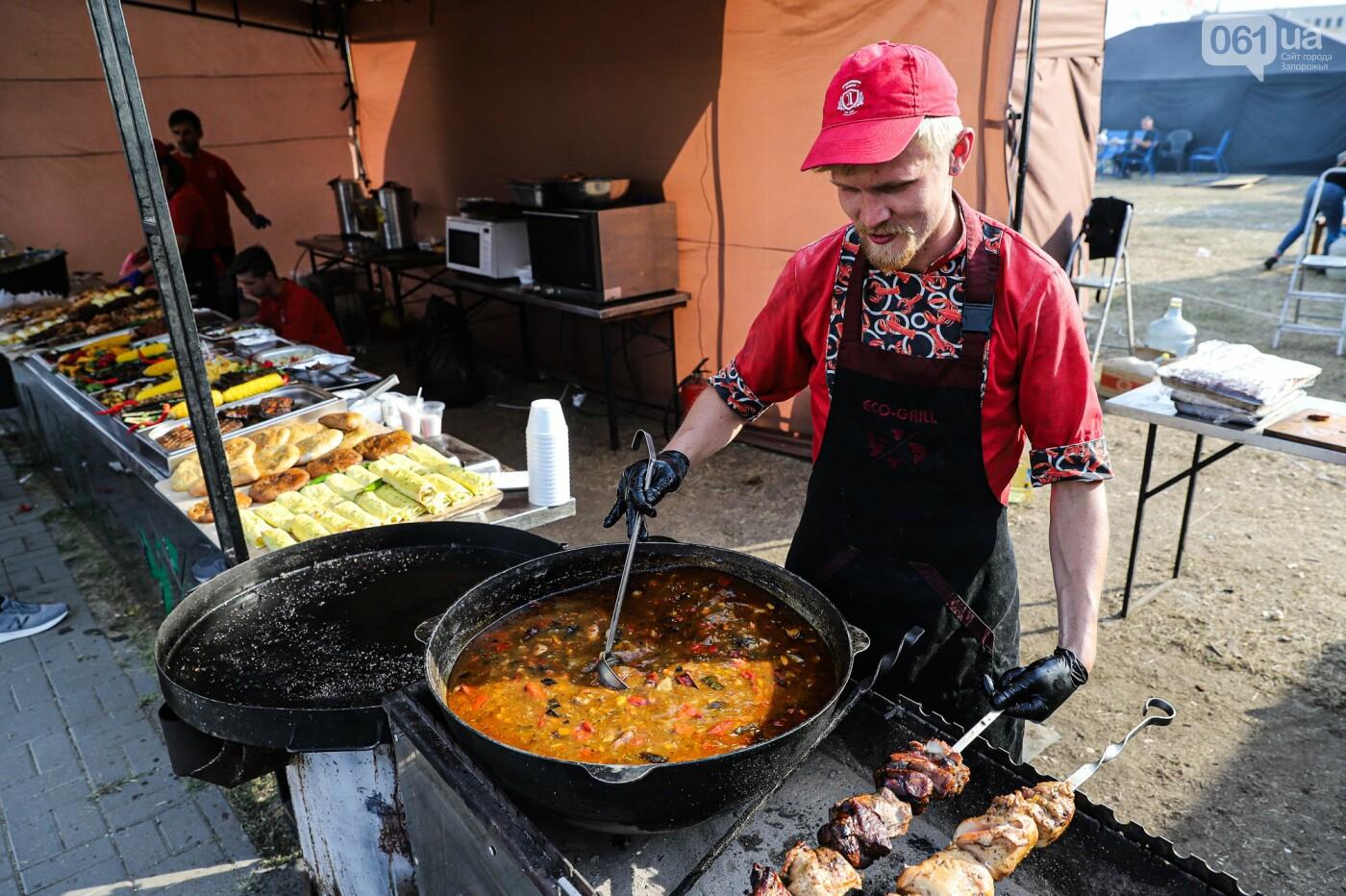 Бограч в хлебных горшочках и мясо из уникальной печи: что нового на фестивале уличной еды в Запорожье, - ФОТОРЕПОРТАЖ, фото-1