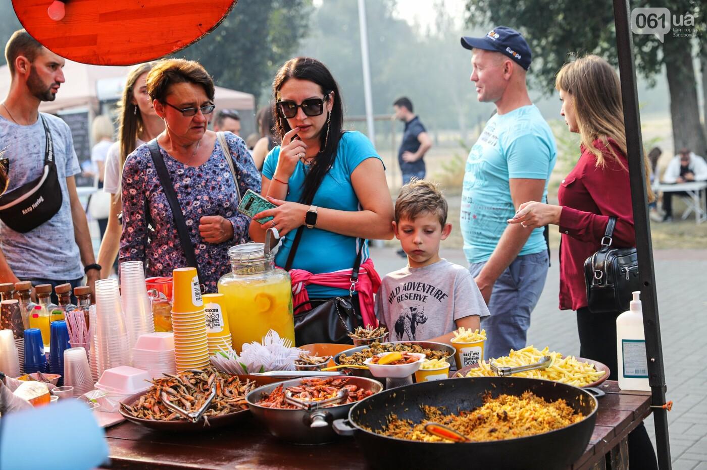 Бограч в хлебных горшочках и мясо из уникальной печи: что нового на фестивале уличной еды в Запорожье, - ФОТОРЕПОРТАЖ, фото-46
