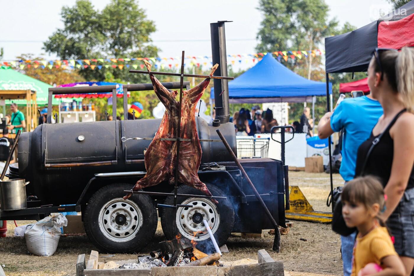 Бограч в хлебных горшочках и мясо из уникальной печи: что нового на фестивале уличной еды в Запорожье, - ФОТОРЕПОРТАЖ, фото-23