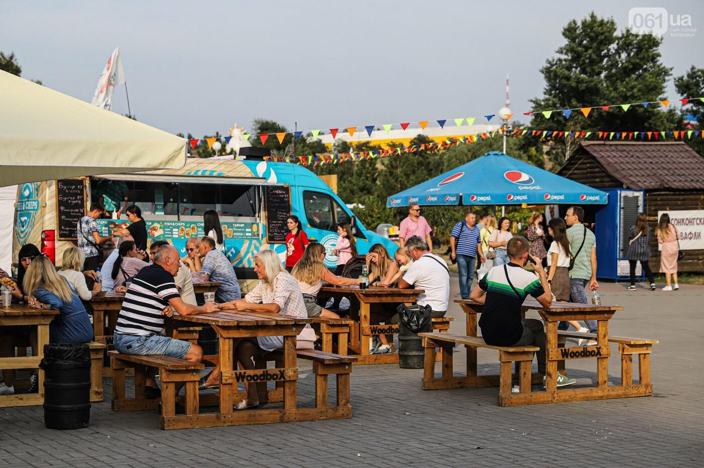 Бограч в хлебных горшочках и мясо из уникальной печи: что нового на фестивале уличной еды в Запорожье, - ФОТОРЕПОРТАЖ, фото-48