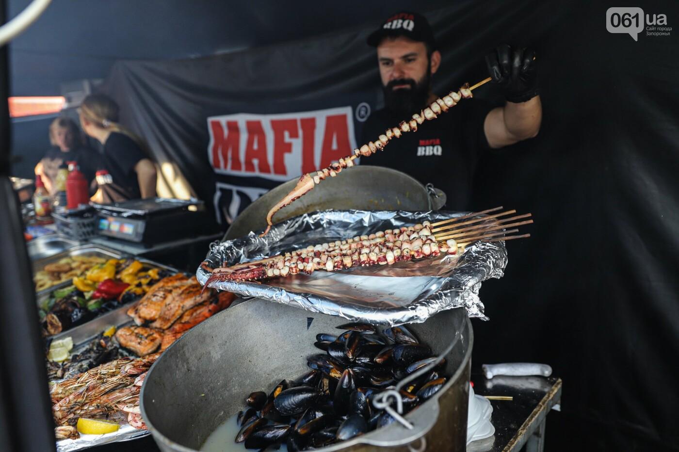 Бограч в хлебных горшочках и мясо из уникальной печи: что нового на фестивале уличной еды в Запорожье, - ФОТОРЕПОРТАЖ, фото-38