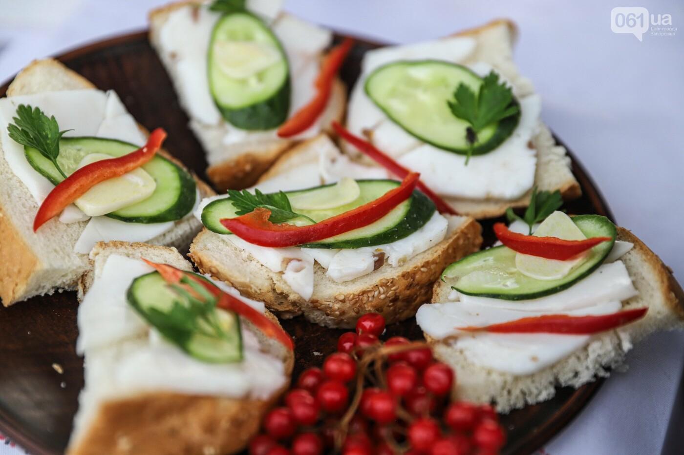 Бограч в хлебных горшочках и мясо из уникальной печи: что нового на фестивале уличной еды в Запорожье, - ФОТОРЕПОРТАЖ, фото-51
