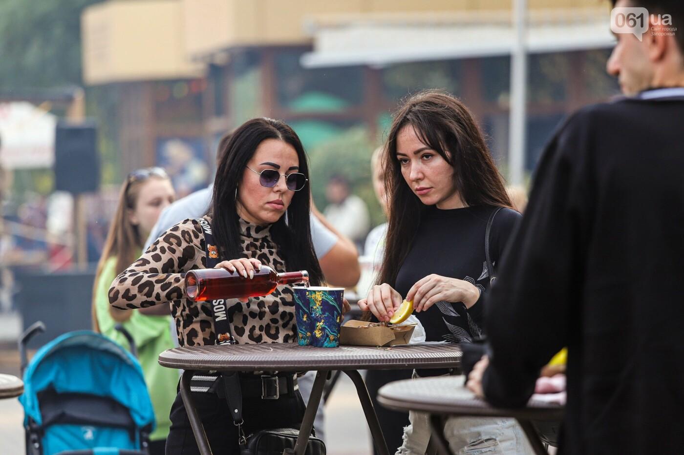 Бограч в хлебных горшочках и мясо из уникальной печи: что нового на фестивале уличной еды в Запорожье, - ФОТОРЕПОРТАЖ, фото-54