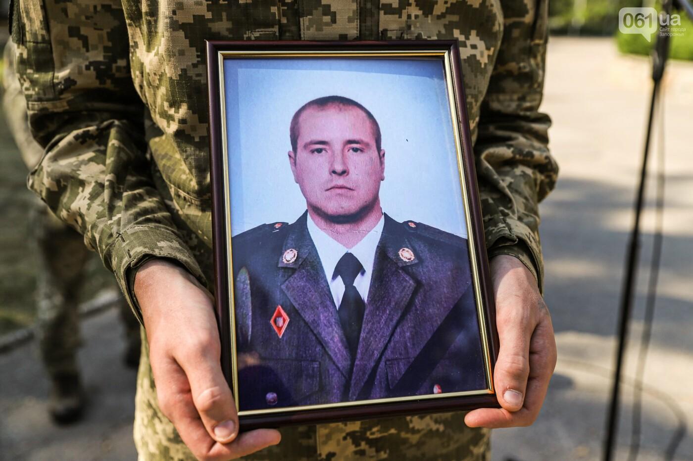 Навсегда 31: в Запорожье попрощались с бойцом, погибшим в результате артобстрела, - ФОТОРЕПОРТАЖ , фото-2