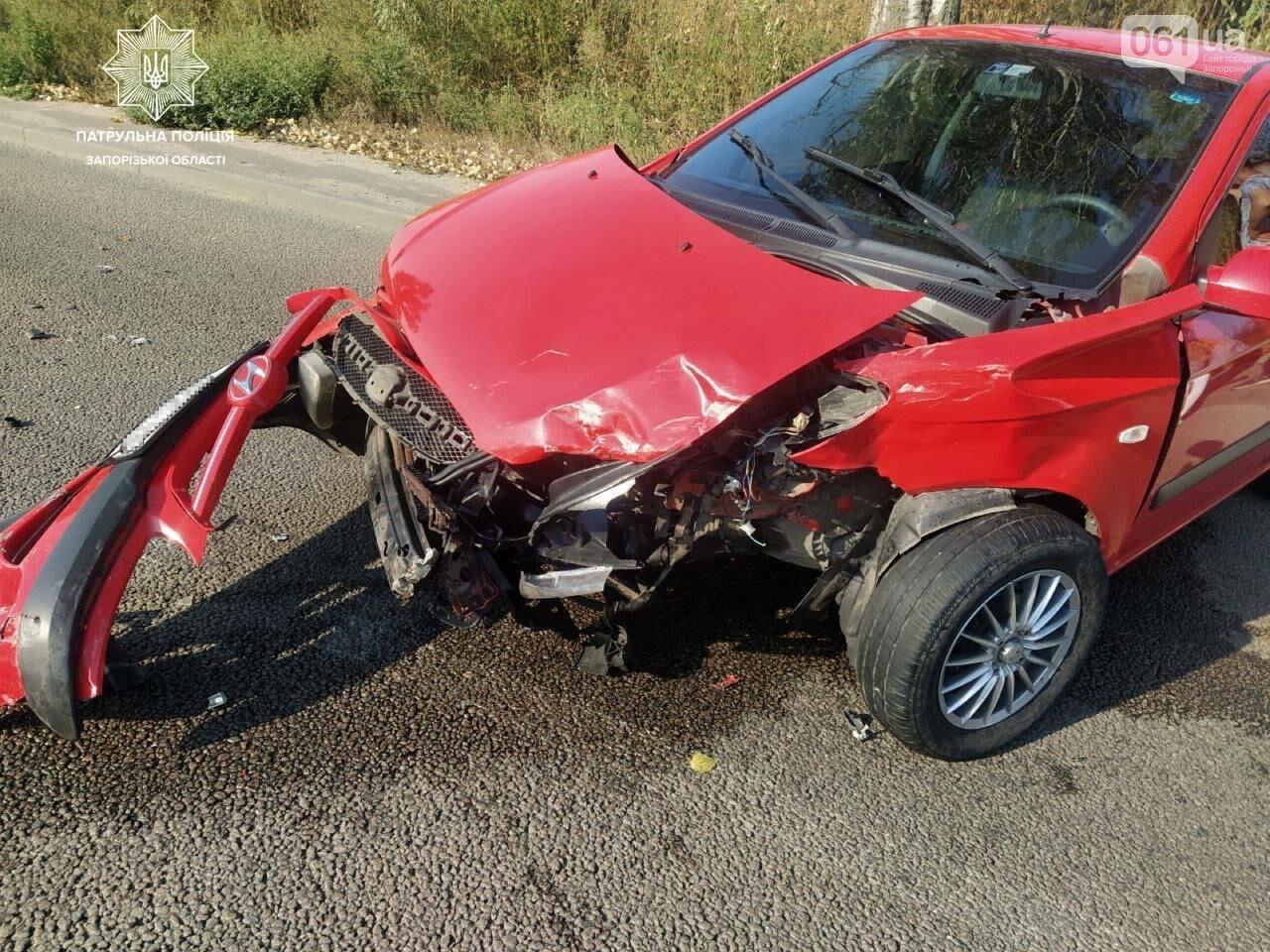 На Хортице водитель Hyundai пытался объехать по встречной пробку и врезался в минивэн , фото-1