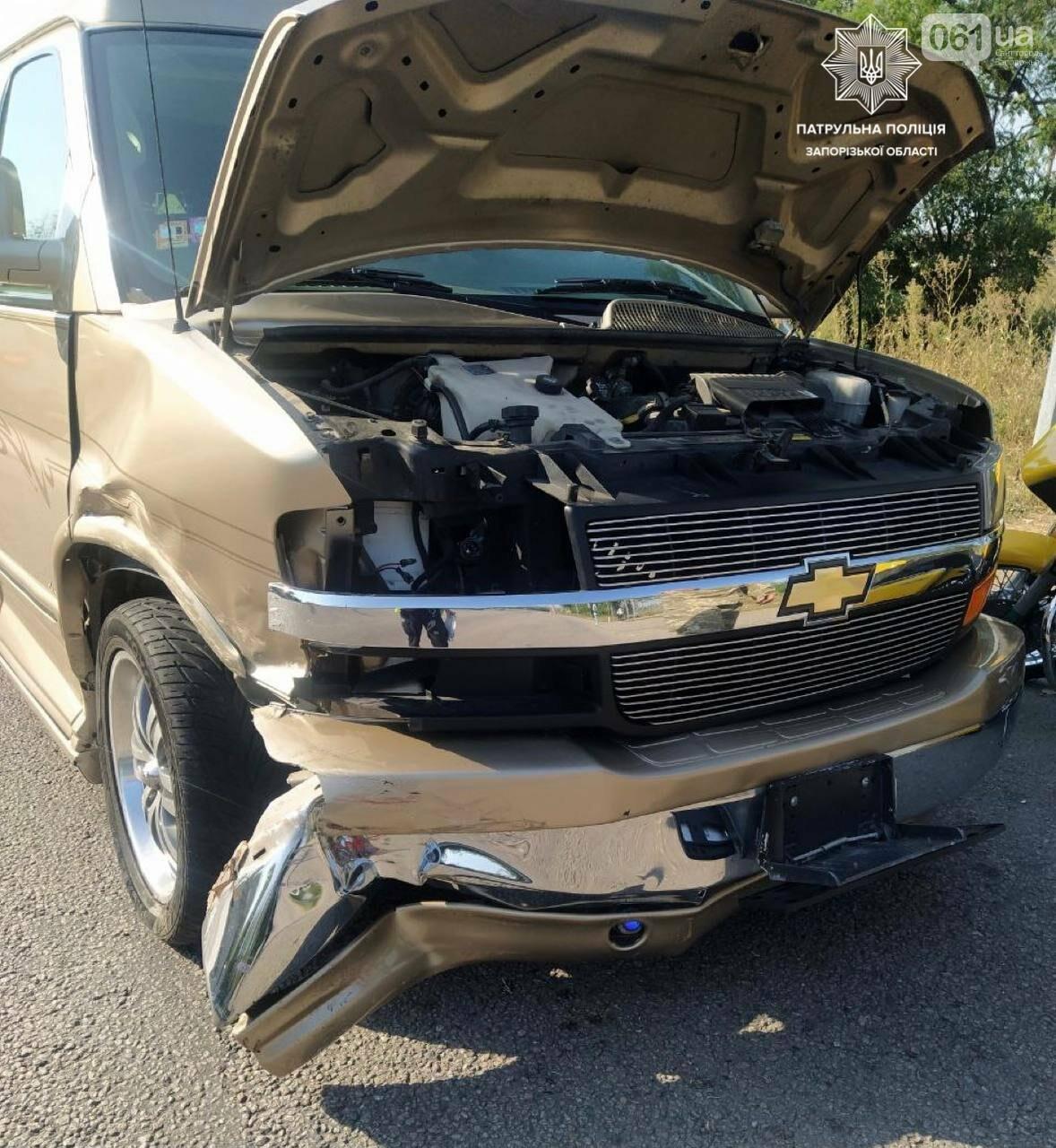 На Хортице водитель Hyundai пытался объехать по встречной пробку и врезался в минивэн , фото-2