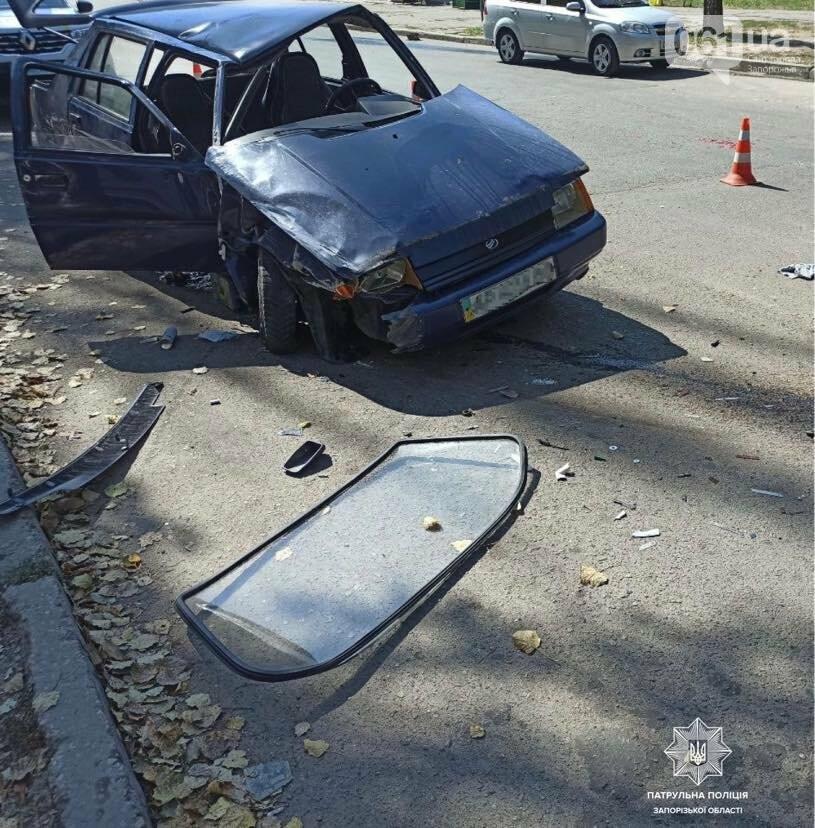 В Запорожье пьяный водитель врезался в припаркованный автомобиль, фото-2