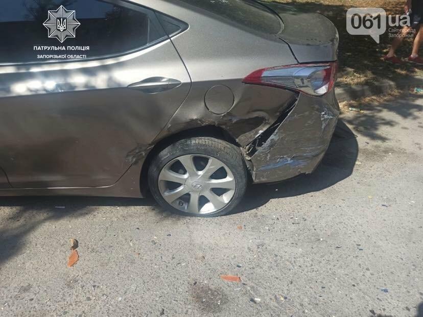В Запорожье пьяный водитель врезался в припаркованный автомобиль, фото-1