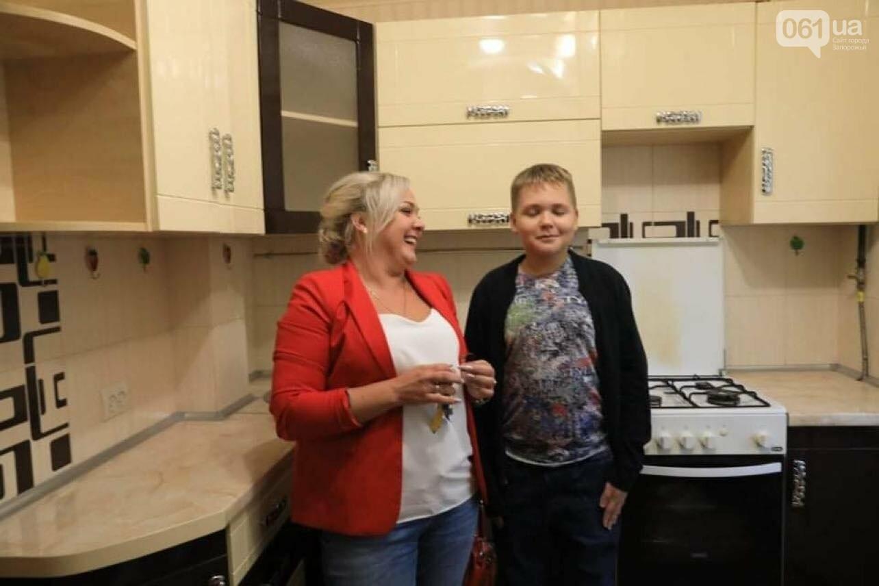 o1ffkcr9hjt72hv111691hvrf3e2f 6141d98b08bc4 - В Запорожье семью из аварийного дома переселили в новую квартиру