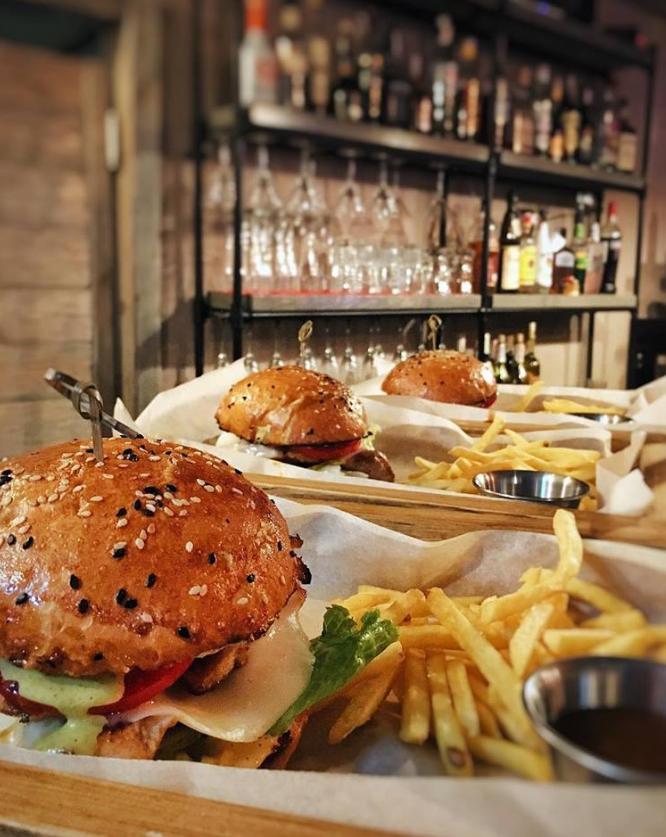 Sauce burger bar в Запорожье, бар в Запорожье, кафе - бар в Запорожье, самые вкусные бургеры в Запорожье, коктейли в Запорожье, доставка еды в Запорожье, доставка бургеров в Запорожье, бар в Запорожье, кафе-бар в Запорожье, пиццы в Запорожье