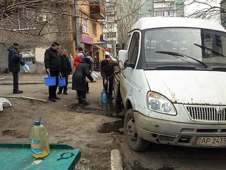 В Бердянске произошла авария на коллекторе - организован подвоз воды