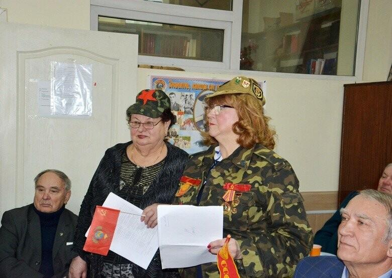 Запорожские коммунисты с запрещенной символикой отметили советский пра