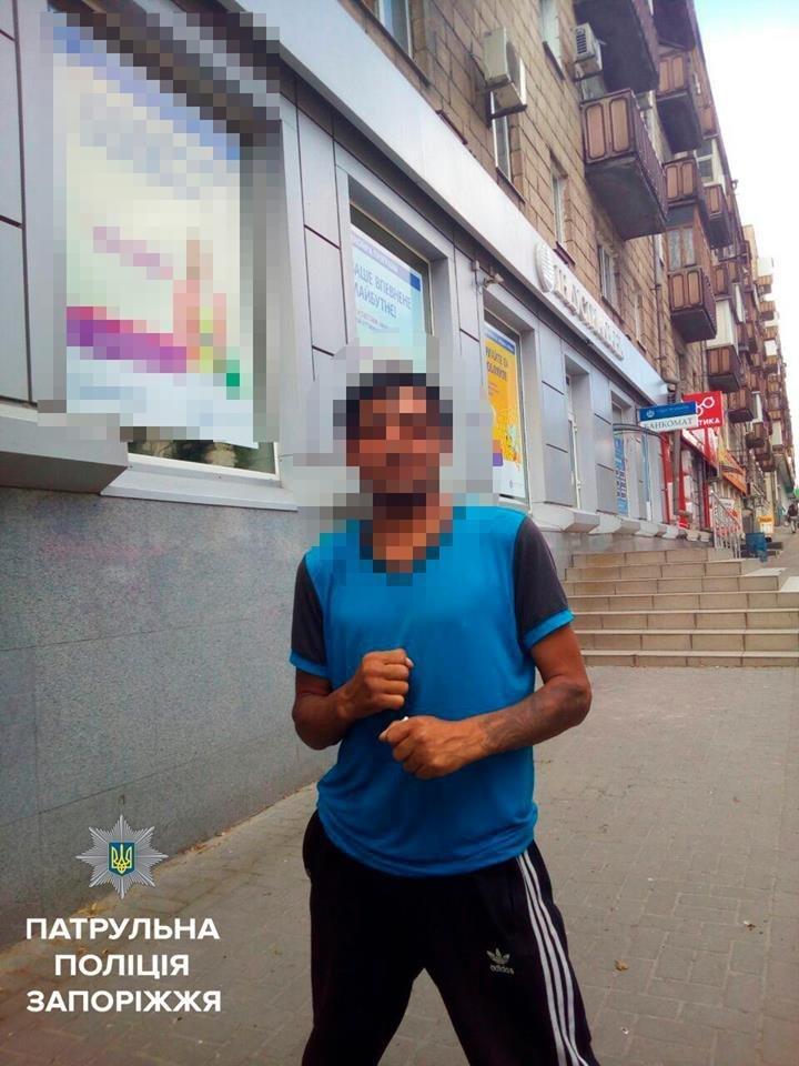 В Запорожье трое ограбили мужчину и попытались скрыться на троллейбусе, - ФОТО, фото-1