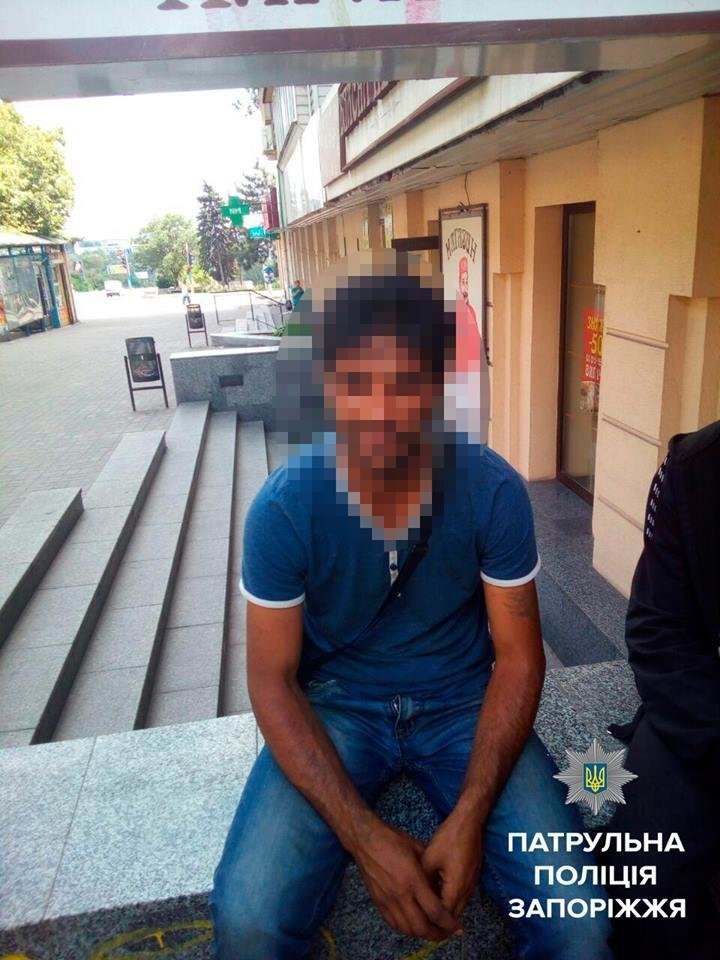 В Запорожье трое ограбили мужчину и попытались скрыться на троллейбусе, - ФОТО, фото-2