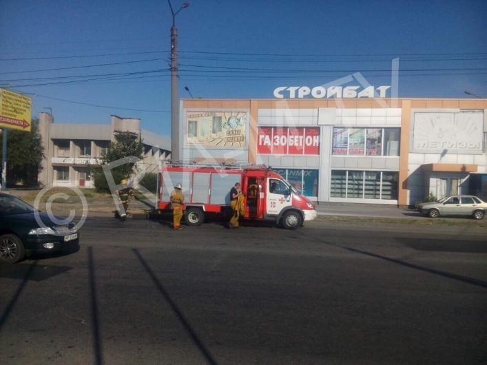 В Мелитополе у автомобиля на ходу загорелся мотор, - ФОТО, фото-2