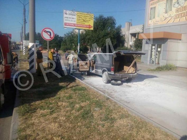 В Мелитополе у автомобиля на ходу загорелся мотор, - ФОТО, фото-3