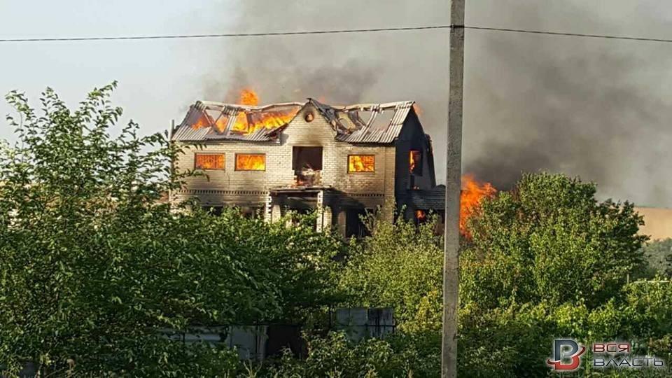 В Запорожском селе пожар уничтожил трехэтажный дом, - ФОТО, фото-1