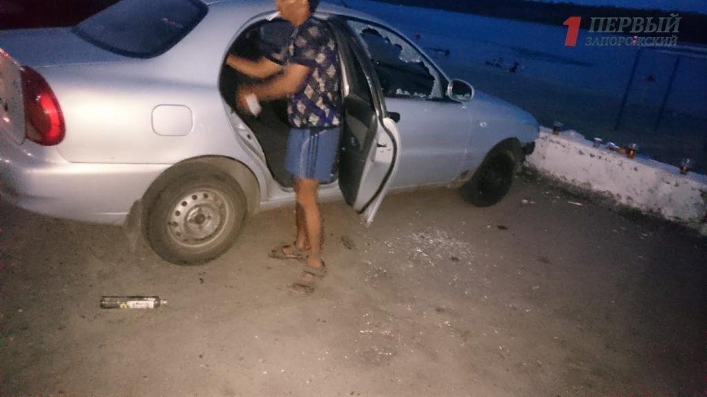 В Запорожье на Набережной трое неизвестных разбили и обворовали авто, - ФОТО, ВИДЕО, фото-1