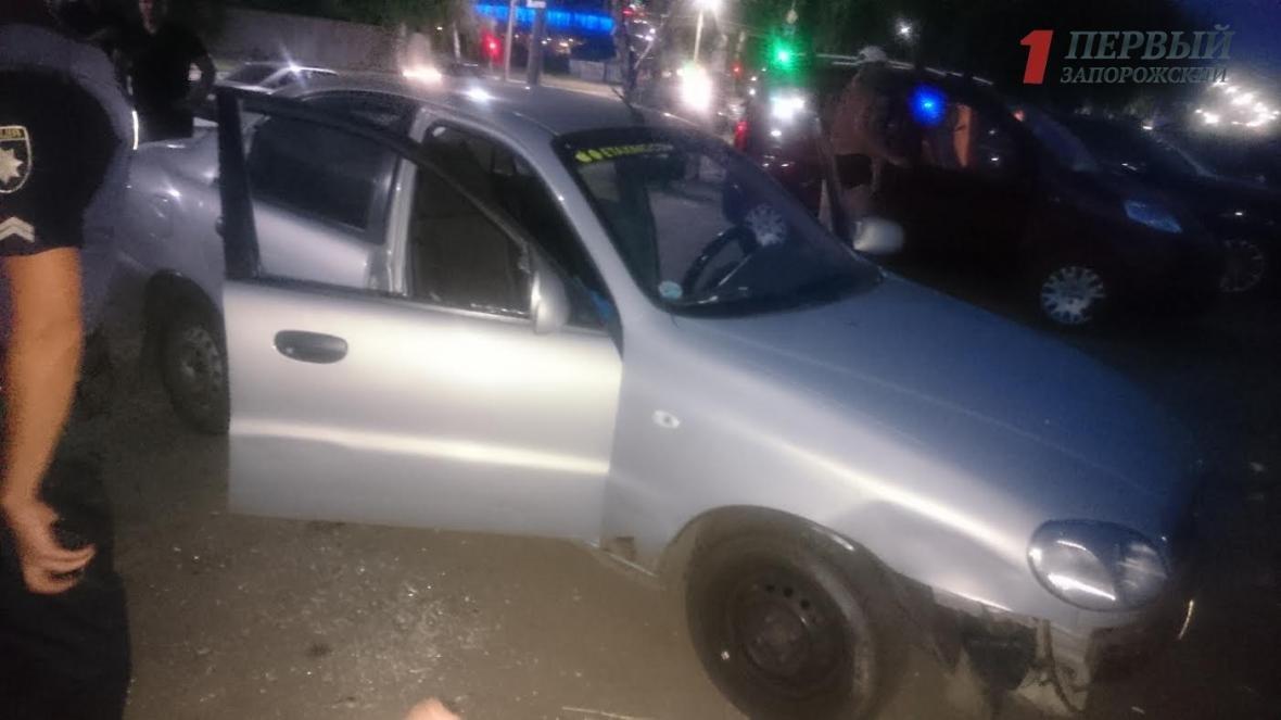В Запорожье на Набережной трое неизвестных разбили и обворовали авто, - ФОТО, ВИДЕО, фото-2