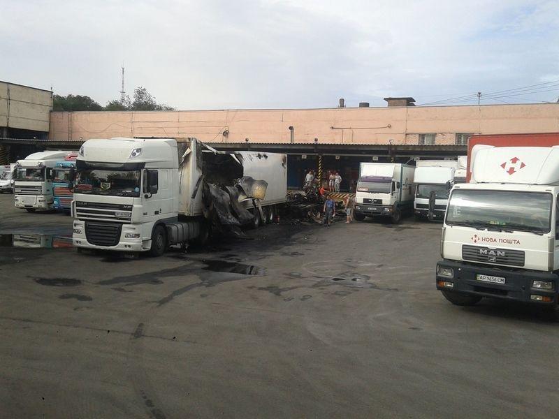 В Запорожье сгорел грузовик с посылками «Новой почты», – ФОТО, фото-3