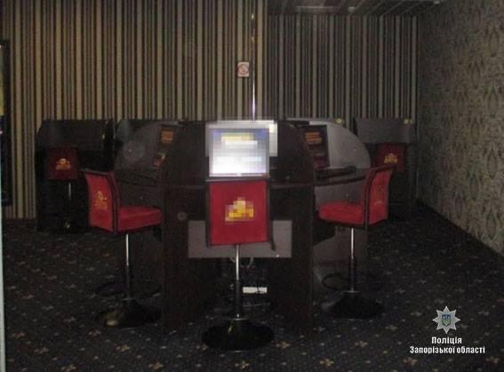 В Запорожье в третий раз полицейские пришли с обыском в игорный зал на Металлургов, – ФОТО, фото-1