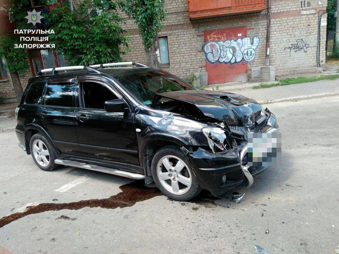 В центре Запорожья произошло ДТП с маршруткой: одного из водителей госпитализировали, — ФОТО, фото-4