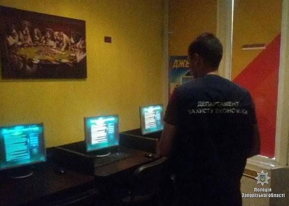 В Запорожье правоохранители ворвались с обыском в казино во время игры в покер, — ФОТО, фото-3