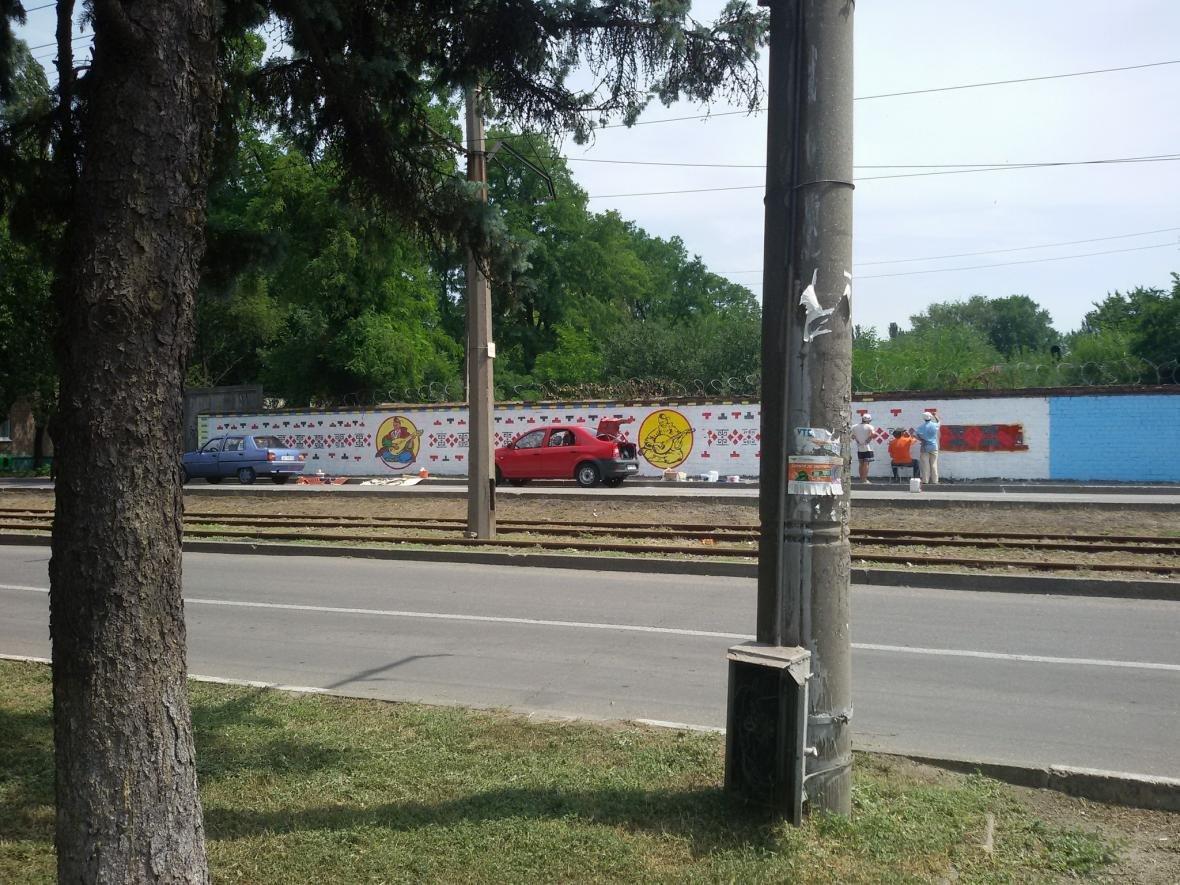 В Запорожье на одной из стен рисуют украинский орнамент, - ФОТО, фото-4