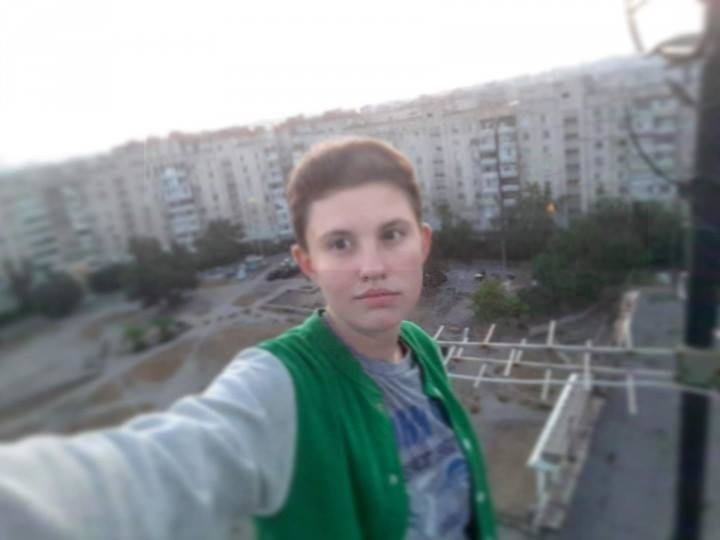 В Запорожье девочка-подросток обманывает детей и отбирает у них телефоны, - ФОТО , фото-1