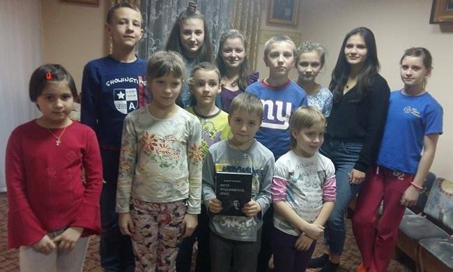 Благодаря финансовой поддержке мецената Александра Богуслаева книга стихов Андрея Лободы теперь есть во всех детских интернатах области, фото-2